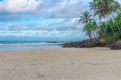 Άποψη της δύσκολης παραλίας Havaizinho αργά το απόγευμα στοκ φωτογραφίες