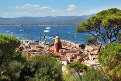 Άποψη της εικονικής παράστασης πόλης και του λιμανιού Αγίου Tropez από το Citadelle Στοκ εικόνα με δικαίωμα ελεύθερης χρήσης