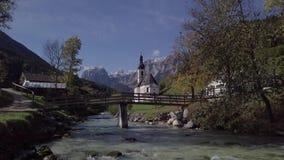Άποψη της εκκλησίας σε Ramsau, Berchtesgaden, Γερμανία Άθικτο σχήμα ΚΟΥΤΣΟΥΡΩΝ απόθεμα βίντεο