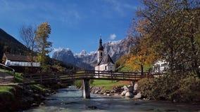 Άποψη της εκκλησίας σε Ramsau, Berchtesgaden, Γερμανία φιλμ μικρού μήκους