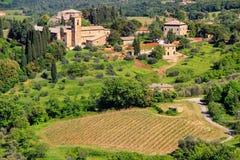 Άποψη της επαρχίας και μιας αγροικίας κοντά σε Montalcino, Val δ ` Orcia Στοκ φωτογραφία με δικαίωμα ελεύθερης χρήσης