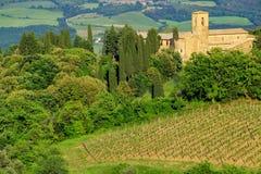 Άποψη της επαρχίας και μιας αγροικίας κοντά σε Montalcino, Val δ ` Orcia Στοκ Εικόνα