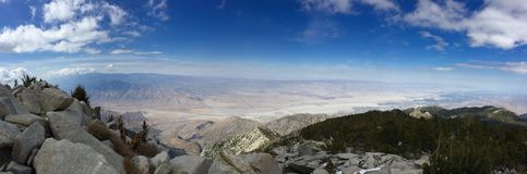 Άποψη της ερήμου φοινικών από την κορυφή του SAN Jacinto στοκ εικόνα με δικαίωμα ελεύθερης χρήσης