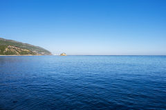 Άποψη της θάλασσας και των βράχων στην παραλία Portinho DA Arrabida στο Setubal Στοκ Εικόνες