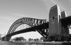 Άποψη της λιμενικής γέφυρας και της Όπερας στο Σίδνεϊ, Αυστραλία Στοκ φωτογραφίες με δικαίωμα ελεύθερης χρήσης