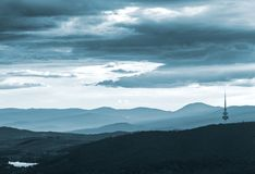 Άποψη της Καμπέρρα με το μαύρους βουνό και τον πύργο Telstra στοκ φωτογραφίες με δικαίωμα ελεύθερης χρήσης