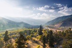 Άποψη της κοιλάδας Pnuakha με το νεφελώδη ουρανό, Punakha, Μπουτάν στοκ εικόνες με δικαίωμα ελεύθερης χρήσης