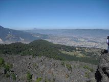 Άποψη της κοιλάδας Quetzaltenango ένα Tajumulco Volcan στην απόσταση που αντιμετωπίζεται από Cerro το Λα Muela σε Quetzaltenango, στοκ φωτογραφία με δικαίωμα ελεύθερης χρήσης