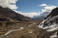 Άποψη της κοιλάδας στο χωριό Manang στο κύκλωμα Annapurna Στοκ Φωτογραφίες
