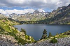 Άποψη της λίμνης Respomuso στην κοιλάδα Tena στα Πυρηναία, Huesca, Ισπανία Στοκ φωτογραφία με δικαίωμα ελεύθερης χρήσης