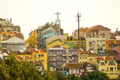 Άποψη της Λισσαβώνας κάτω από το άγαλμα του βασιλιά Χριστός Στοκ Φωτογραφία