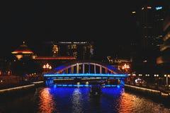 Άποψη της μεταφοράς νερού της Σιγκαπούρης τη νύχτα στοκ εικόνες