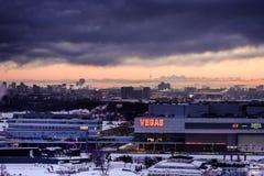 Άποψη της Μόσχας από τις κορυφές στεγών το χειμώνα τη νύχτα Στοκ Εικόνες