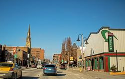 Άποψη της οδού Simcoe σε στο κέντρο της πόλης Oshawa, Οντάριο, Καναδάς στοκ φωτογραφίες