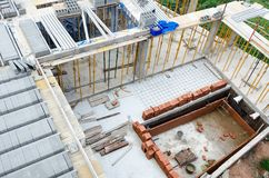 Άποψη της οικοδόμησης των νέων συγκεκριμένων σπιτιών Στοκ Εικόνες