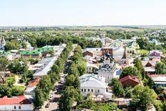 Άποψη της οδού Λένιν και της εκκλησίας του ST Antipy από τον πύργο κουδουνιών, Ρωσία, Σούζνταλ Στοκ Εικόνες