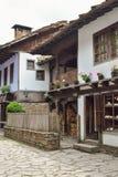 Άποψη της οδού στο αρχιτεκτονικό σύνθετο Etara, Βουλγαρία στοκ εικόνα