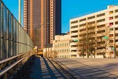 Άποψη της οδού NW ανοίξεων στη στο κέντρο της πόλης Ατλάντα, ΗΠΑ Στοκ Φωτογραφία