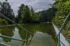 άποψη της παλαιάς πισίνας στοκ εικόνες