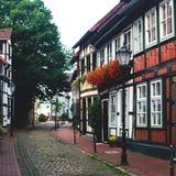 Άποψη της παλαιάς πόλης Hameln με τα τετραγωνικά και παραδοσιακά γερμανικά σπίτια αγοράς, χαμηλότερη Σαξωνία, Γερμανία Στοκ εικόνα με δικαίωμα ελεύθερης χρήσης