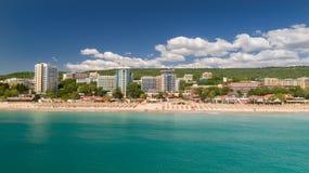 Άποψη της παραλίας και των ξενοδοχείων στις χρυσές άμμους, Zlatni Piasaci Δημοφιλές θερινό θέρετρο κοντά στη Βάρνα, Βουλγαρία Στοκ φωτογραφία με δικαίωμα ελεύθερης χρήσης