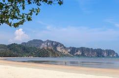 Άποψη της παραλίας aonang στην επαρχία krabi, Ταϊλάνδη Στοκ Εικόνα