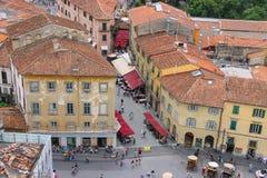 Άποψη της παλαιάς πόλης από τον κλίνοντας πύργο στην Πίζα, Ιταλία Στοκ φωτογραφία με δικαίωμα ελεύθερης χρήσης