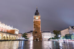 Άποψη της παλαιάς πλατείας της πόλης τη νύχτα στοκ εικόνες