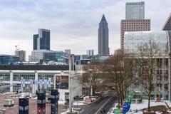 Άποψη της περιοχής έκθεσης της Φρανκφούρτης κατά τη διάρκεια του φωτός παγκόσμιων εμπορικών εκθέσεων + χτίζοντας το 2018 στοκ εικόνες