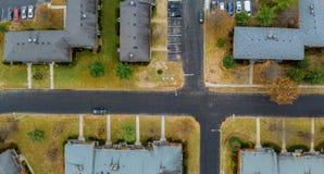 Άποψη της περιοχής ύπνου από το πανόραμα από δέντρα και τα σπίτια μιας τα τοπ άποψης ύψους στοκ φωτογραφία με δικαίωμα ελεύθερης χρήσης