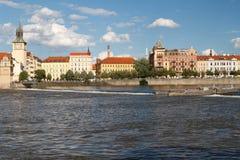 Άποψη της Πράγας από τον ποταμό Vltava παλαιό πόλης ύδωρ πύργων Στοκ φωτογραφίες με δικαίωμα ελεύθερης χρήσης