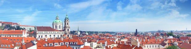 Άποψη της Πράγας από Vrtbovska Zahrada Στοκ φωτογραφία με δικαίωμα ελεύθερης χρήσης
