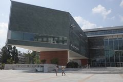 Άποψη της πρόσοψης του πολιτιστικού κέντρου του Λουγκάνο Arte ε Cultura ΛΑΚΚΑΣ στο Λουγκάνο Στοκ Φωτογραφίες