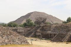 Άποψη της πυραμίδας του ήλιου στην αρχαία πόλη Teotihuacan στοκ εικόνα με δικαίωμα ελεύθερης χρήσης