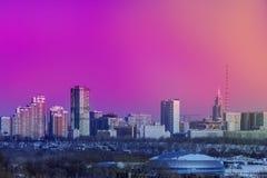 Άποψη της πόλης από μακρυά ορίζοντας με τα σπίτια στοκ φωτογραφία με δικαίωμα ελεύθερης χρήσης