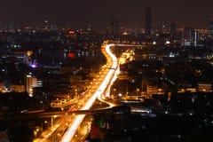 Άποψη της πόλης και του δρόμου της Μπανγκόκ τη νύχτα στοκ εικόνα με δικαίωμα ελεύθερης χρήσης