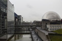 Άποψη της πόλης της επιστήμης και της βιομηχανίας στο Παρίσι στοκ εικόνα
