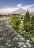 Άποψη της πόλης του ποταμού Arequipa και τσίλι, Περού Στοκ Φωτογραφίες