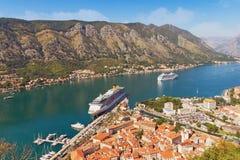 Άποψη της πόλης Kotor και του κόλπου Boka Kotorska Μαυροβούνιο Στοκ εικόνες με δικαίωμα ελεύθερης χρήσης