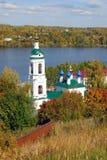 Άποψη της πόλης Ples, Ρωσία Εκκλησία Αγίου Barbara Στοκ Εικόνα