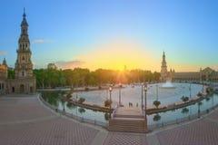 Άποψη της πλατείας της Ισπανίας (Plaza de Espana) στο ηλιοβασίλεμα, ορόσημο στο ύφος αναγέννησης αναγέννησης, Σεβίλη, Ισπανία Στοκ εικόνα με δικαίωμα ελεύθερης χρήσης