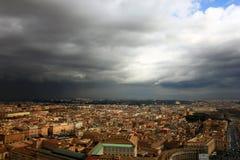 Άποψη της Ρώμης από το θόλο της βασιλικής του ST Peter κατά τη διάρκεια ενός thund Στοκ φωτογραφία με δικαίωμα ελεύθερης χρήσης