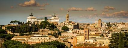 Άποψη της Ρώμης στην κορυφή ενός λόφου Στοκ Εικόνα