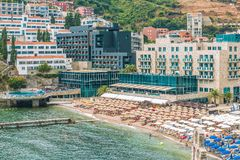Άποψη της σύγχρονης πόλης παραλιών Budva, Μαυροβούνιο Το Budva είναι ένα από τα καλύτερα και δημοφιλέστερα θέρετρα του αδριατικού Στοκ Φωτογραφία