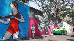 Άποψη της τέχνης οδών στον τοίχο σε ένα Soi (πάροδος) της περιοχής Bangruk της Μπανγκόκ φιλμ μικρού μήκους