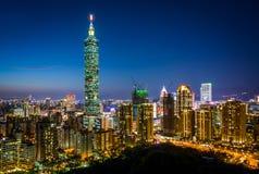 Άποψη της Ταϊπέι 101 και του ορίζοντα της Ταϊπέι τη νύχτα, από Elephan Στοκ Εικόνα