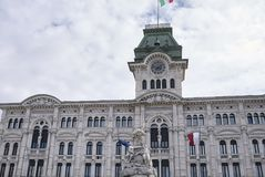 Άποψη της Τεργέστης Δημαρχείο στοκ φωτογραφία με δικαίωμα ελεύθερης χρήσης
