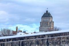 Άποψη της τιμής οικοδομημάτων οικοδόμησης τιμών από τις έπαλξεις πόλεων του Κεμπέκ Στοκ εικόνα με δικαίωμα ελεύθερης χρήσης