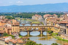 Άποψη της Φλωρεντίας από Piazzale Michelangelo - ποταμός Arno με Ponte Vecchio και Palazzo Vecchio - την Τοσκάνη, Ιταλία στοκ φωτογραφίες με δικαίωμα ελεύθερης χρήσης