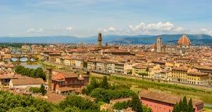 Άποψη της Φλωρεντίας από Piazzale Michelangelo - ποταμός Arno με Ponte Vecchio και Palazzo Vecchio, Duomo Σάντα Μαρία Del Fiore κ στοκ εικόνα με δικαίωμα ελεύθερης χρήσης